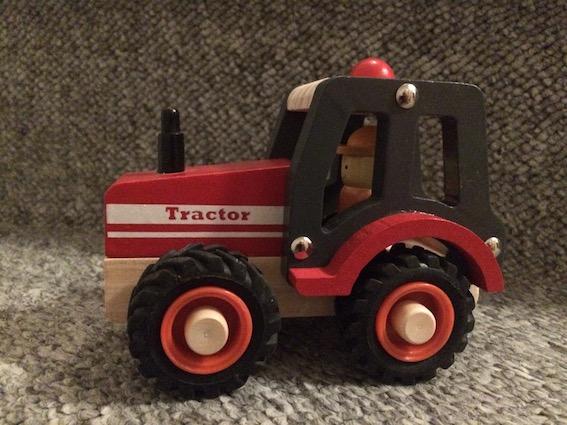 Anmeldelse af trælegetøj - Traktor